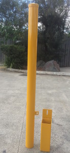 REMOVABLE-BOLLARD-WITH-HINGE-FLAP