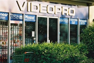 Trellidor-Retractable-Security-Trellis-Videopro-1