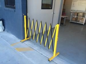 portable -trellis-expanding-barricade-1