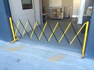 portable -trellis-expanding-barricade